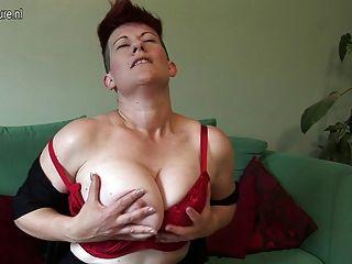 волосатые большой грудью домохозяйка промокания