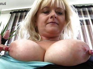 большой грудью зрелые мамы делают гадости