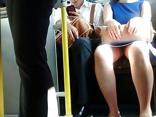 телок вспышка в автобусе (огромная женщина)