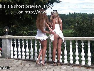 Veneisse ходить на улице без трусов лесбиянок двойной фистинг
