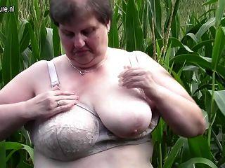 старый толстый толстушки мать трахает себя на улице