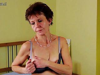 старый тощий волосатые зрелые мама мастурбирует