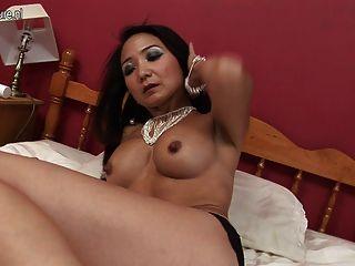 секси зрелые японская мать нуждается в хорошем ебут