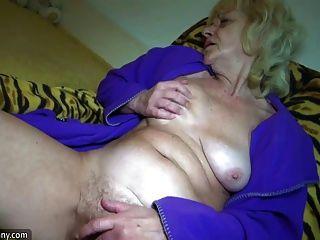 горячий молодой парень трахает очень хороший бабушку с страпон