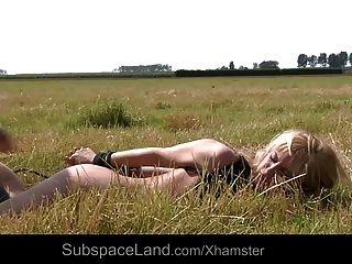 блондинка Миа связали и трахал на равнине