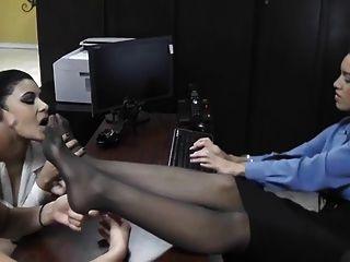 культовые ноги подать заявку на новую работу!