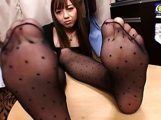 черные колготки нога дразнят 4