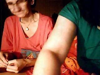 толстушки девушка и ее бабушка на веб-камеру