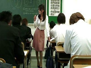 дистанционный вибратор под юбкой учителя