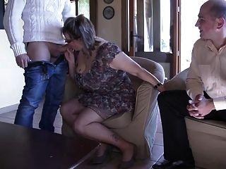 французский зрелые джулия Gangbanged в чулках