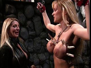 Большие сиськи блондинка дразнит ее сексуальные рабы сиськи