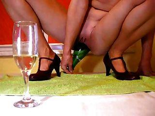 бутылка шампанского в киску