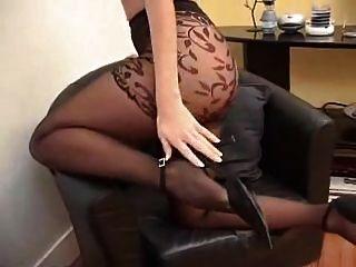 Suzana в черных колготках