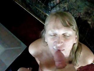 блондинка мамаша получает Jizzed на ее лице