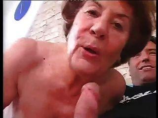 высокий немецкий бабулька в жесткий анальный секс с молодым человеком