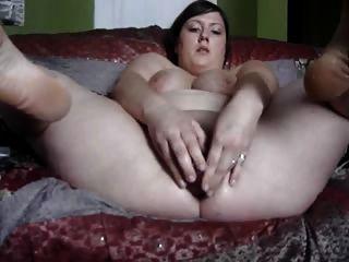 брюнетки девушка с большим дилдо
