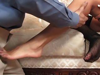 грудастая брюнетка фетиш ног и футджоб в нейлонами