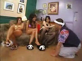 Японские девушки с удовольствием (1 из 3)