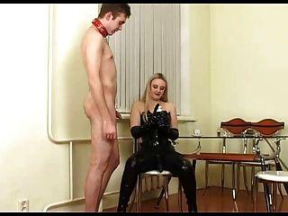 блондинка русская хозяйка с страпон