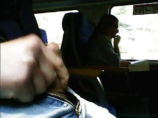 мастурбации перед девушкой в очках на поезде