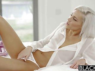 затемненными опрятный блондинка подруга Kacey Иордана жульничает с бб