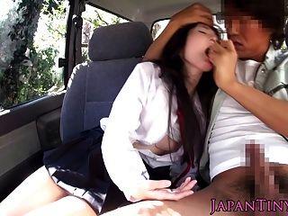 крошечные Японские школьницы рот трахнули в машине