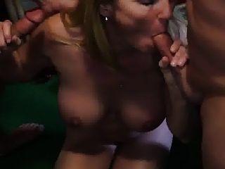 рогоносец смотрит жена сосать два члена