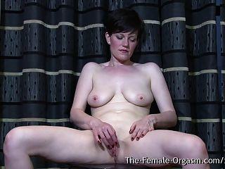 мульти оргазмическая мамаша выскакивает киска пульсирующих оргазмов