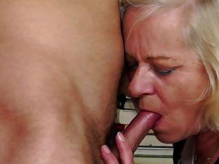 старушке наказывает и трахает ее мальчик зрачка