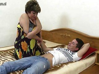 домашнее видео с зрелой мамой, а не ее сын