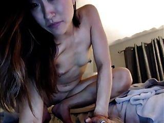 Азиатская модель веб-камеры анал с игрушкой