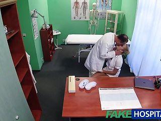 Fakehospital сексуальная медсестра получает Creampied доктором