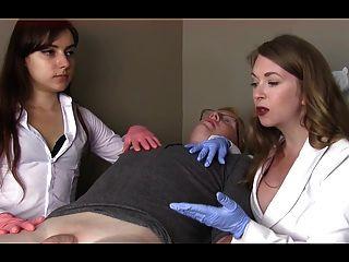 женщины-врачи унизить маленький член