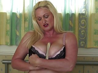 секси зрелая мама с большими сиськами и задницей