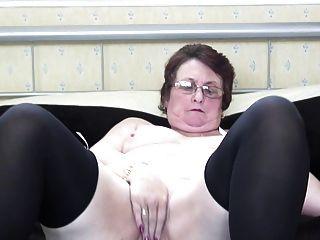 Бабушка с очень голодной влагалище
