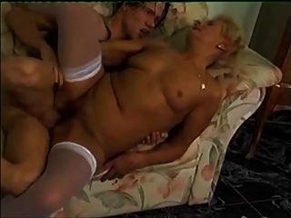 блондинка бабушка в белых чулках звонки через мальчика