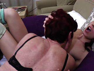 три старые и молодые лесбиянки трахают друг друга