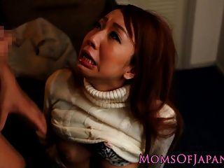 Японская мама читы и получает лицо трахал