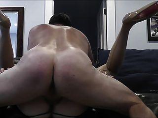 хороший жесткий ебать на диване с Creampie