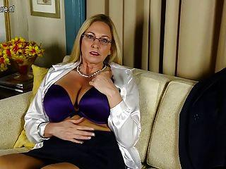 большой грудью Американская шлюха мама с бритой киской