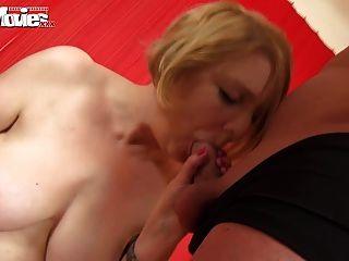 забавные фильмы зрелые любительские секс втроем