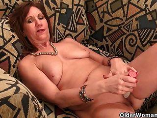 мама развязывает сексуально холодный ее озорной сторону