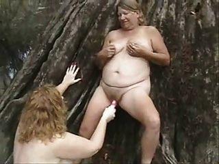 старые лесбиянки с удовольствием на открытом воздухе