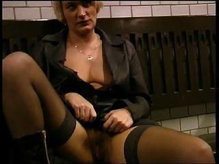 мигает и сосать в метро