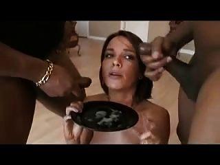 Dana Cum пить из тарелки