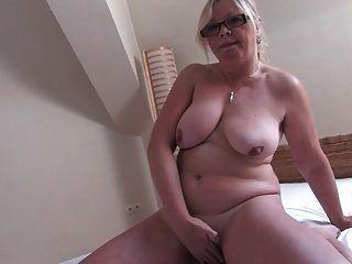бабушка в очках 2