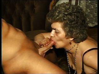 бабушка в чулках и с волосатой влагалищем, выебанная с парнем