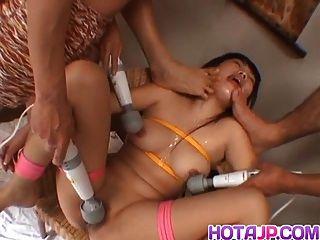 Rin Satomi азиатская кукла связана и поддразнивается фаллоимитаторами в банде