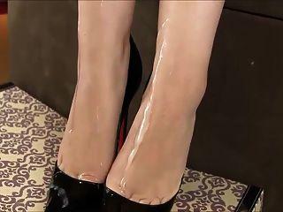 сперма на каблуках и ногах