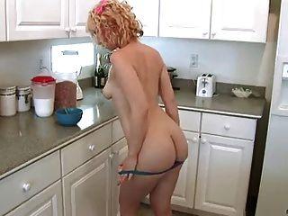 пронзительный нубийский волосатый рывок, покрытый молоком